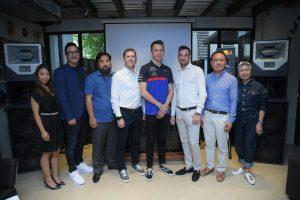 """ยูโรเปี้ยน เรดบูล (European Red Bull) สร้างประวัติศาสต์ให้ธงชาติไทยผงาดสู่สายตาโลกอีกครั้ง ด้วยการร่วมเป็นส่วนหนึ่งในการสนับสนุน """"อเล็กซ์ อัลบอน"""" (Alexander Albon) นักแข่งสายเลือดไทย-อังกฤษ วัย 23 ปี สู่การแข่งขันฟอร์มูล่า 1การแข่งขันรถที่มีผู้คนติดตามชมมากสุดติดอันดับโลก"""