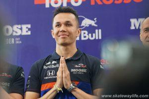 """MOOSE CRAFT CIDER ร่วมสนับสนุนนักแข่งรถฟอร์มูล่าวัน สัญชาติไทย  """"อเล็กซ์ อัลบอน"""" และทีม Scuderia Toro Rosso ประกาศศักดาธงไตรรงค์สู่สนามแข่งระดับโลก"""
