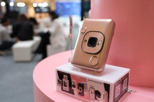 ฟูจิฟิล์มเปิดตัวกล้อง instax mini LiPlay ระบบ Hybrid Instant Cameraที่ชูฟีเจอร์เด็ดภาพถ่ายบันทึกเสียงได้ ขนาดเล็กที่สุด และน้ำหนักเบาที่สุด ไอเท็มใหม่ที่เขย่าตลาดกล้องและฟิล์ม instax ตอบโจทย์ไลฟ์สไตล์คนรุ่นใหม่